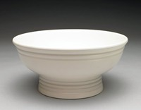 Wide, simple fruit bowl, Keith Murray shape 3806, finished with a Moonstone glaze. A series of engine-turned concentric rings encircle the top of the bowl, near the mouth. The rings are repeated on the pedestal base.