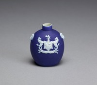 Small snuff bottle of white jasper with dark blue jasper dip and white relief decoration with on one side the arms of the City of Ipswich (UK) and the name IPSWICH in a banner below, on either side a goat's head mask.