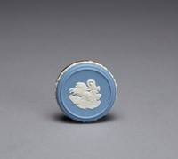 Round cover to an object of solid light blue jasper with white relief decoration, along the side a band of roses and on the top in white relief Aurora, goddess of the dawn in a chariot drawn by horses, in gold-tone mount.