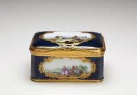 Small porcelain snuff box, rectangular and with deep blue ground, on the sides and top are reserves enclosed by gilt scrolls and floral elements, the paintings inside contain scenes of figures in landscapes, the inside of the lid painted with a still life of a basket of grapes, melons and other fruits, with gilt metal mounts.