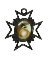 Cast-iron cross pendant in the shape of a Maltese cross and with a central compartment that holds a lock of hair tied with green yarn under glass, in silver mount,