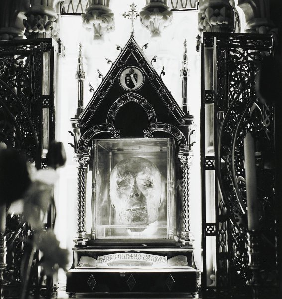 The Head of Blessed Oliver Plunkett, Ireland, Alen MacWeeney, Published by Hyperion Press Limited, gelatin silver print