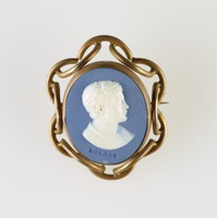 Oval blue jasper medallion with white relief profile portrait of Horace, set in pinchbeck gold metal mount as brooch